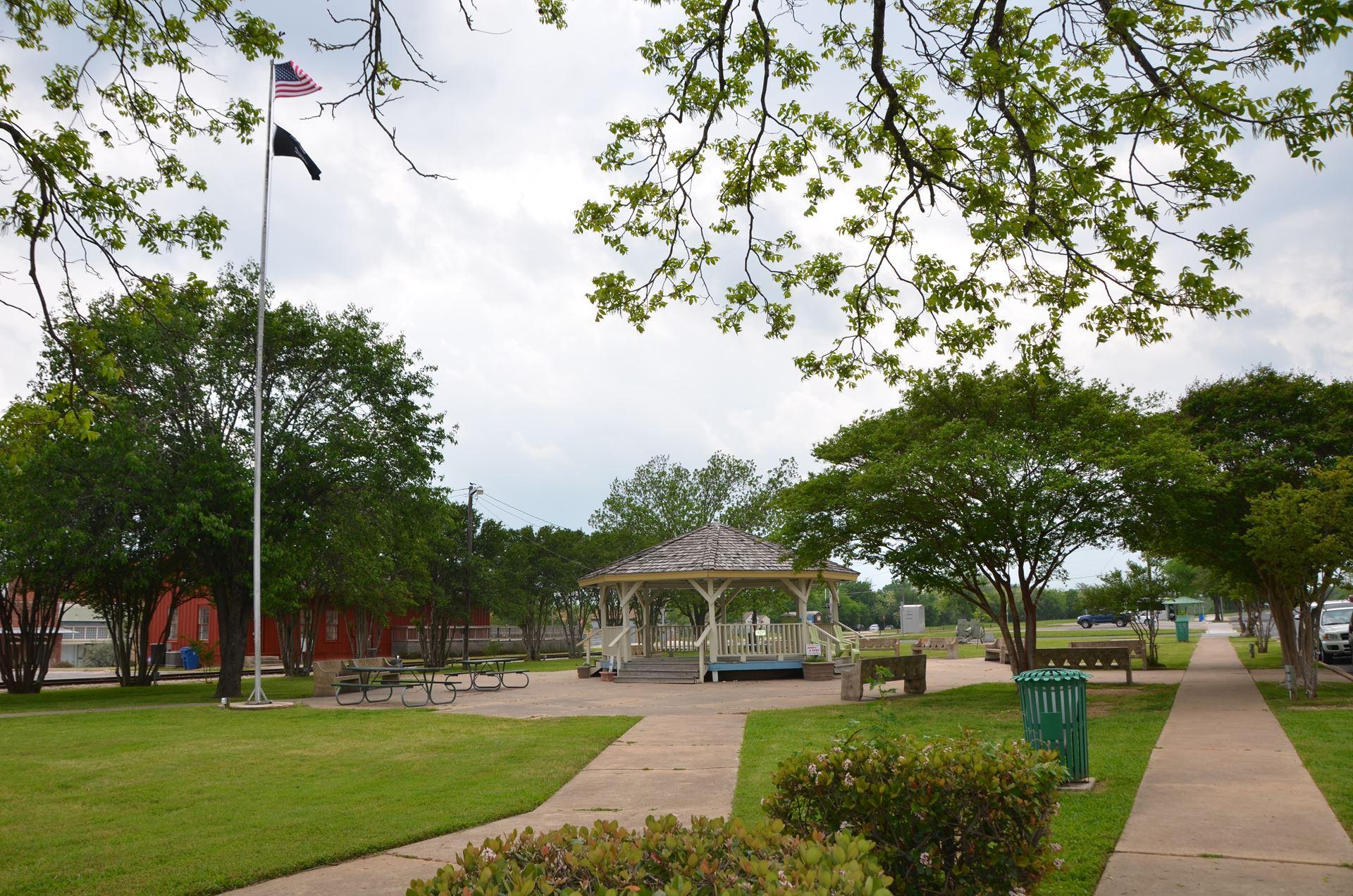 Veterans' Memorial Park   Nature Rocks Austin